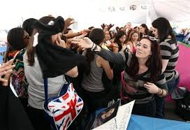 Twilight' fans camp out in downtown Los Angeles days ahead of premiere -  masslive.com