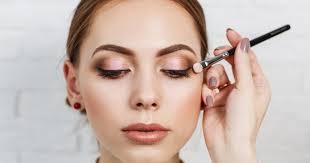 panduan pemula cara memakai eyeshadow