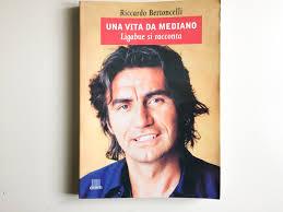 Una vita da mediano. Ligabue si racconta. Riccardo Bertoncelli ...