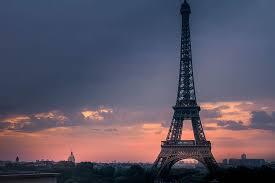 eiffel tower paris at dawn