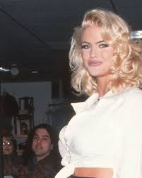 Anna Nicole Smith - The Early Years - Biography