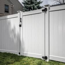 Freedom Bolton 6 Ft H X 5 Ft W White Vinyl Fence Gate Lowes Com In 2020 White Vinyl Fence Vinyl Fence Vinyl Privacy Fence