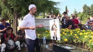 Barkın Bayoğlu, mezarı başında anıldı - İSTANBUL - Dailymotion Video