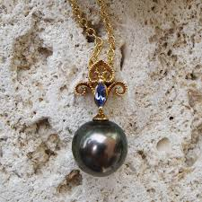 denny wong 18k pendant with tahitian