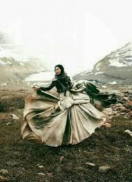 Pin de Meagan Keller en Desert song en 2020 | Fotos de moda, Fotografía  editorial de moda, Editoriales de moda