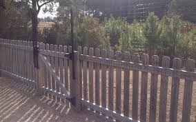 A Fence Extension System Helps Stop Dog Jumpers And Climbers Top Dog Tips