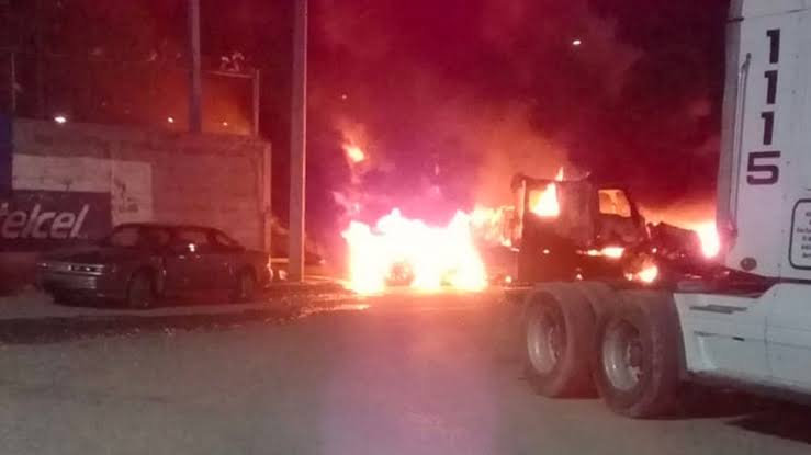 """Resultado de imagen para Disparos y quema de vehículos en Nuevo Laredo tras enfrentamientos"""""""