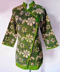 Model baju batik kombinasi menggunakan kain polos, sifon, bolero, embos, dan brokat. 70 Model Baju Batik Atasan Wanita Terbaru 2019 Semua Ukuran
