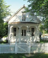 Cottages Country Houses A Perfect Little White Cottage With Porch And Picket Fence Tiny Cottage Cottage Inspiration Cute Cottage