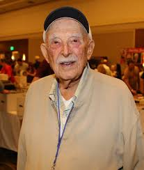 Maude' Actor Bill Macy Dead at 97 | ExtraTV.com