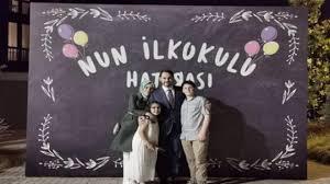 Bakan Albayrak kızının mezuniyet töreninden aile fotoğrafı ...