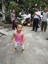 Bé gái xinh xắn bị mẹ bỏ ở chùa để 'đi lấy chồng' giờ ai nuôi ...