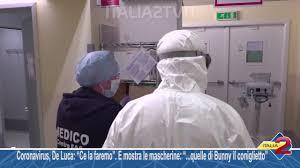 Coronavirus, De Luca Ce la faremo E mostra le mascherine quelle di ...
