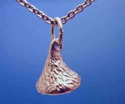 mini kiss silver necklace w 18 chain