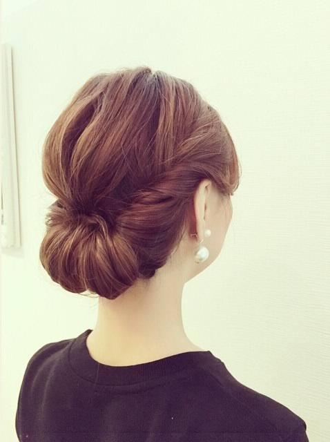 「お通夜 髪型 女性 ミディアム」