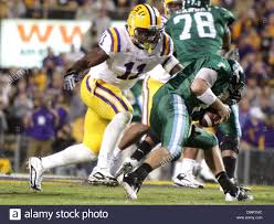 LSU linebacker Kelvin Sheppard (11) moves in for the sack during ...