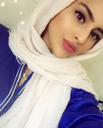 بنات الرياض ما اروع اثرارك على الاشياء الذيذه عالم ستات