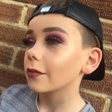 look this 10 year old boy does make up