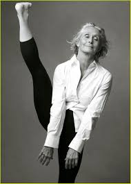 Twyla Tharp, a dance choreographer in New York City, starts every day at  5:30am with two hours in the gym. She's 70 years old. | Old women, Annie  leibovitz, Dancer