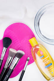 cleaning makeup brushes with baby shoo