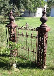 Antique Wrought Iron Fence 5 Posts And Gate Ornate Architectural Salvage 70 Ft Wrought Iron Fences Iron Fence Architectural Salvage