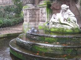 the medici fountain a luxembourg