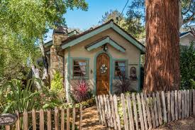 Cottage Front Yard With Large Tree And Wooden Picket Fence Hgtv