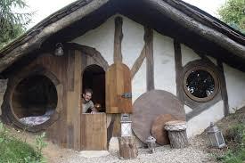 insolite une maison de hobbit à louer