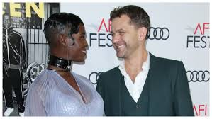 Joshua Jackson Expecting First Child With New Wife Jodie Turner ...