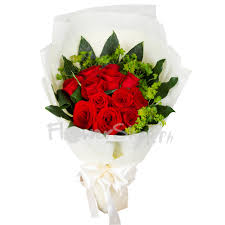 delivery a dozen of romantic red roses