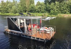 houseboats floating homes living on