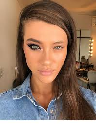 one eye makeup difference inspiring
