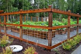 Hog Wire Fence With Arbor Garden Fence Panels Diy Garden Fence Garden Bed Layout