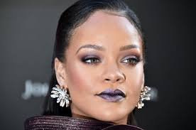 this is how rihanna does her makeup
