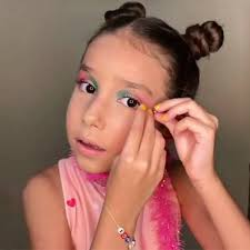 letting your child use makeup hair dye