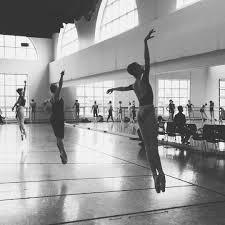 Glissade assemblé, all day. #bostonballet : Addie Tapp, Ashley Ellis,  Brittany Stone   Foto di danza, Balletto, Danza