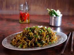 dali vegetarian rice noodle stir fry