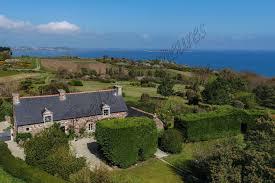 a vendre belle maison bretonne entière