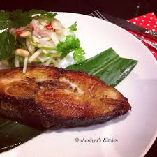 Fried king mackerel with green mango ...