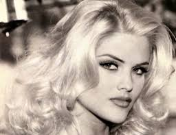 Anna Nicole Smith was a square jawed woman - Square Jawed Women