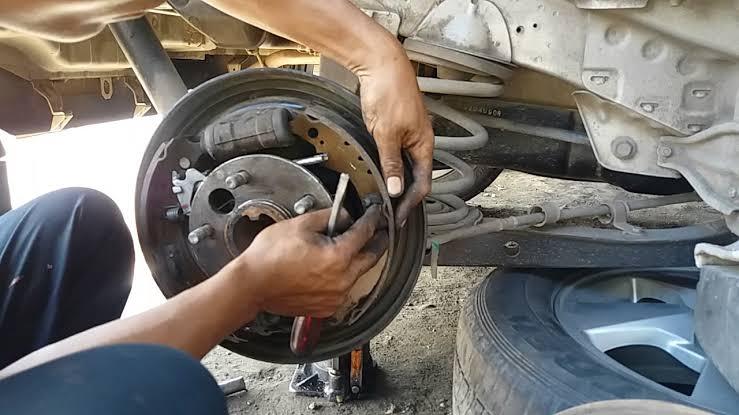 """Hasil gambar untuk cara mengganti kampas rem mobil kijang"""""""