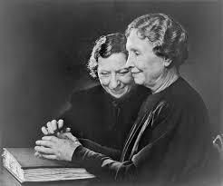 Helen Keller (a droite), écrivaine et éducatrice, et son amie ...