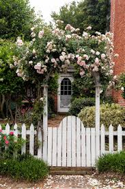 27 Beautiful Flower Garden Gate Ideas To Add Curb Appeal To Your Home