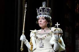 Russian theater goers lap up Queen Elizabeth II play 'The Audience ...