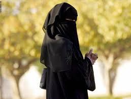 منقبة سعودية تشكو مضايقات في موسم الرياض وتركي آل الشيخ يرد