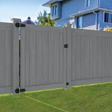 Freedom Common 6 Ft X 5 Ft Actual 5 5 Ft X 4 83 Ft Bolton Bolton Woodgrain Gray Vinyl Flat Top Vinyl Fence Gate In 2020 Vinyl Fence Vinyl Fence Panels Fence Gate