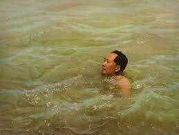 Photos anciennes : les dirigeants pratiquant des sports_China.org.cn