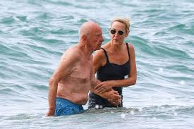 Jerry Hall and Rupert Murdoch pictured on romantic holiday   Metro ...
