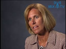 Terri Kelly: Are you ready to give up power to get results? - YouTube