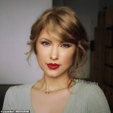 transforms herself into taylor swift